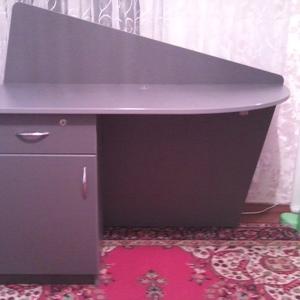 Продам стол офисный,  дизайнерский