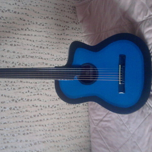 Продам акустическую гитару НЕДОРОГО!